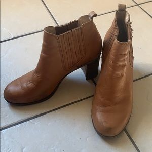 Dr. Scholl's size 9.5 tan leather booties